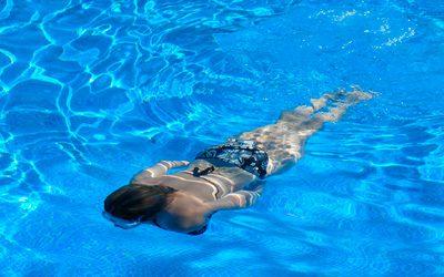 En la piscina cuida también tu salud